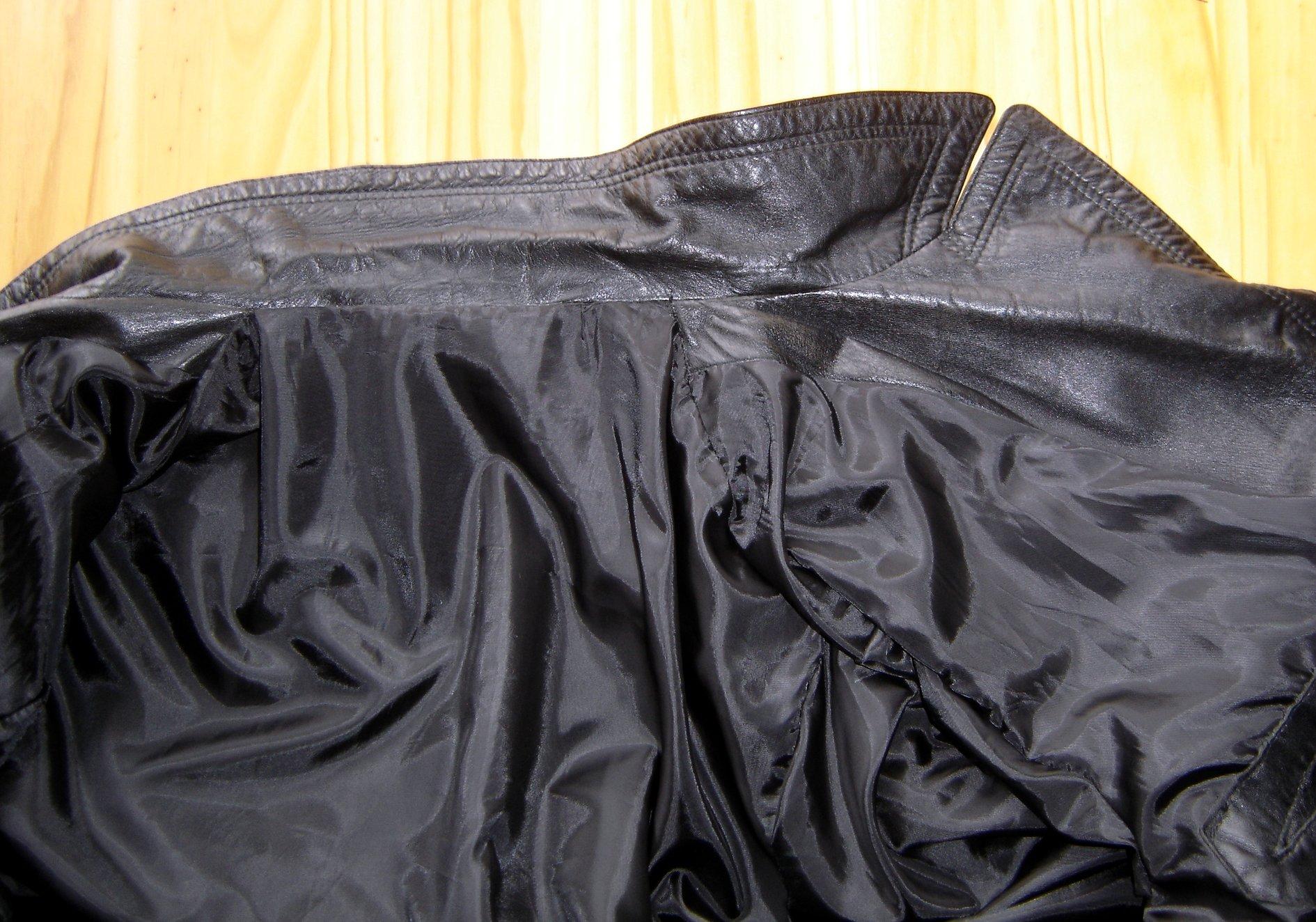 r novation d 39 un manteau de cuir. Black Bedroom Furniture Sets. Home Design Ideas